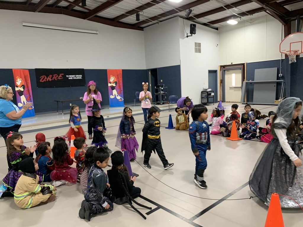 Kinder shows off their great costumes